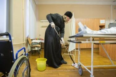 Ultima ora: Spitalele din Teleorman sunt dezinfectate cu tuica de pruna si tamaie.