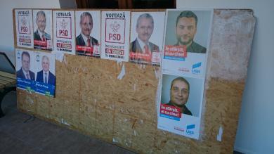 Panou electoral inchis in Caminul Cultural.