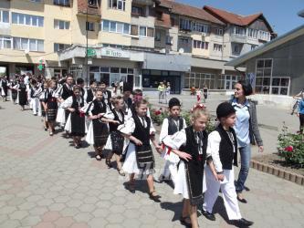 Parada portului popular pe strazile din Talmaciu.